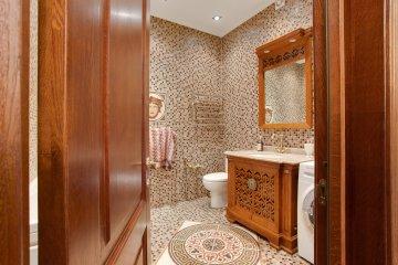 двери в ванной классический стиль