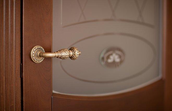 дверь Елена из бука